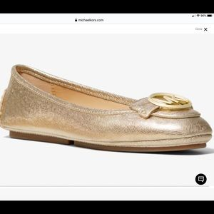 MICHAEL KORS GOLD LILLY LOGO LEATHER FLATS NWT